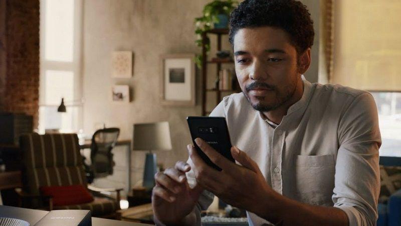 Samsung Vuelve a Burlarse de iPhone X